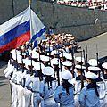 Pour la fête de la marine de guerre, la russie fait une démonstration de forces à sebastopol