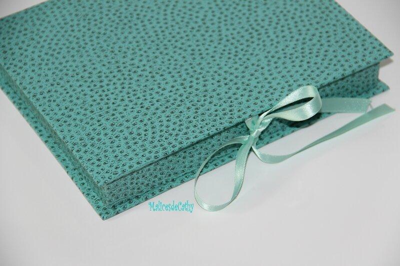 courrier crayons bleu vert