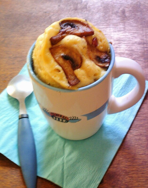 Mug Cake salé façon quiche lorraine au lardons et champignons