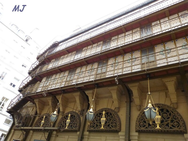 FACADE DU THEATRE PALAIS ROYAL2