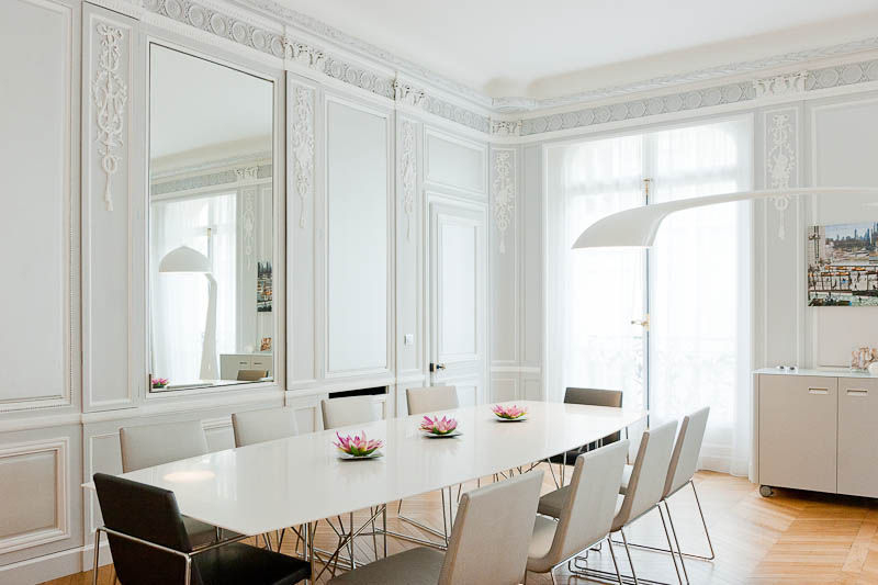 Un appartement haussmannien blouissant sonia saelens d co for Salon haussmanien