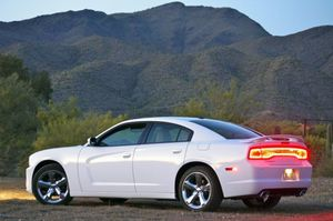 09-2011-dodge-charger-rallye-v6-review