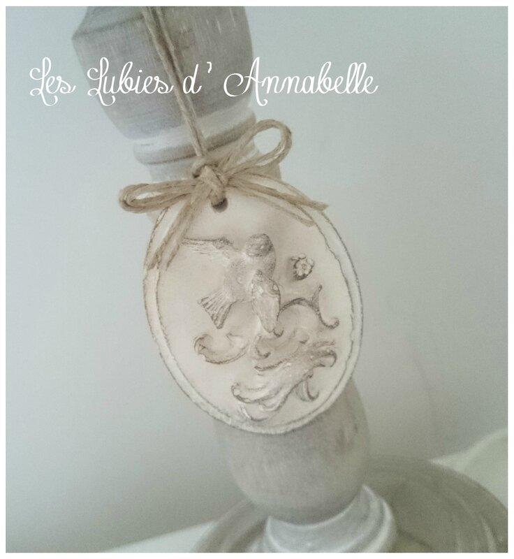 médaillon à suspendre Shabby Chic plâtre et nœud en ficelle de lin
