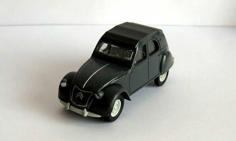 citroen 2cv les petites voitures de g g. Black Bedroom Furniture Sets. Home Design Ideas