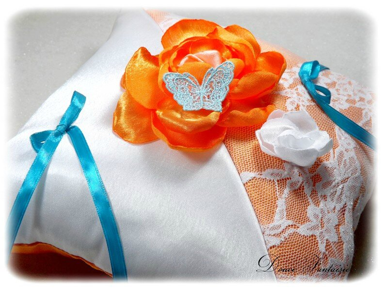 Coussin alliance turquoise blanc orange papillon