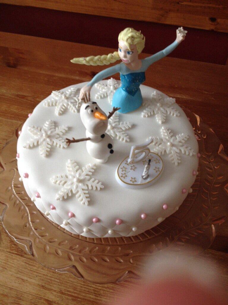 Anniversaire chlo les bidouilles de fifinini - Gateau la reine des neiges ...