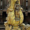FecaTrin149Sculptures en bois doré sur le pied du lutrin