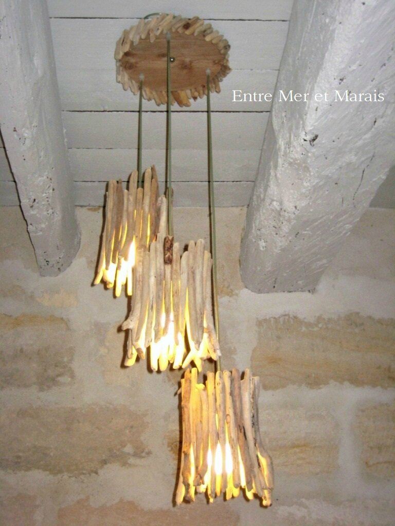 Suspensions en bois flott entre mer et marais for Lampe en bois flotte creation