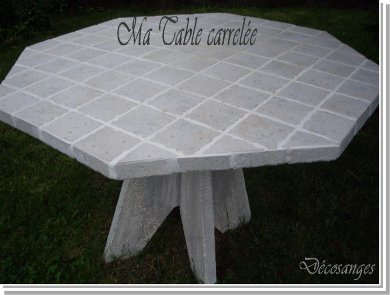 Table carrel e d cosanges for Table carrelee jardin