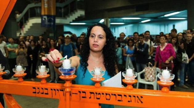 Jeune_femme_allumant_une_bougie_Ben_Gourion