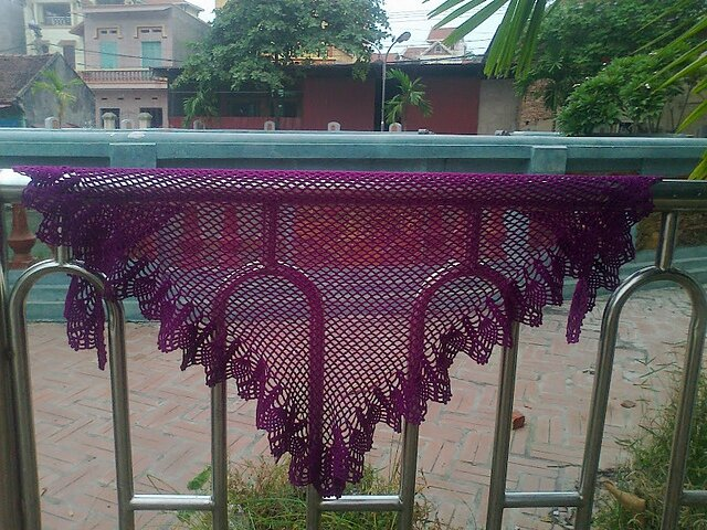 purple-pineapple-shawl 1