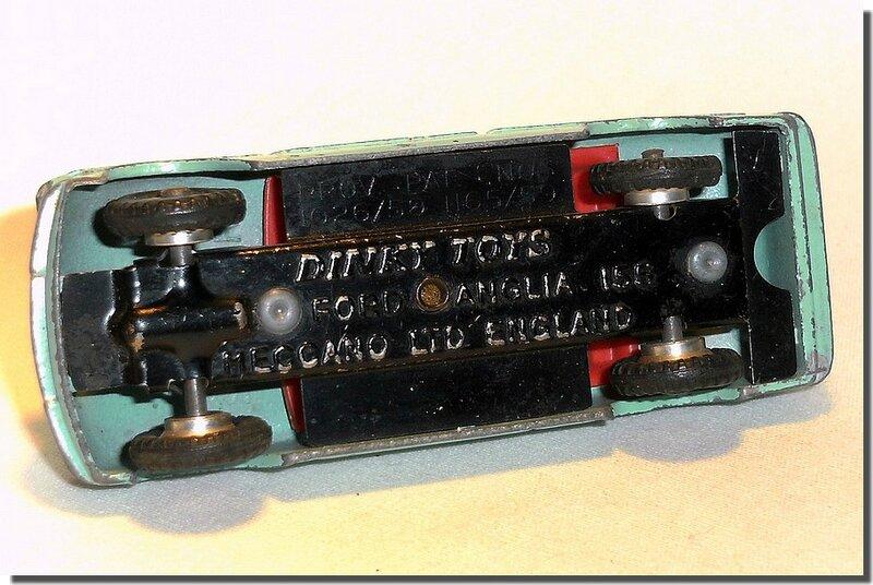 Dinky Toys 155 Ford Anglia A 5
