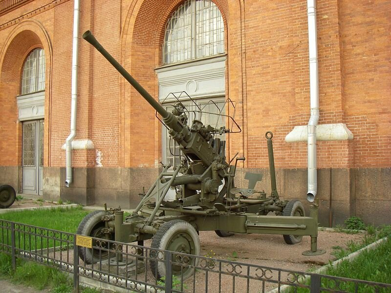 800px-Bofors_40_mm_in_Saint_Petersburg