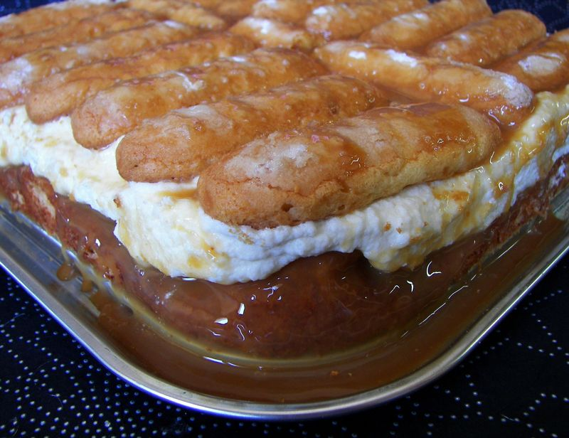 Gâteau à la crème et son nappage au caramel