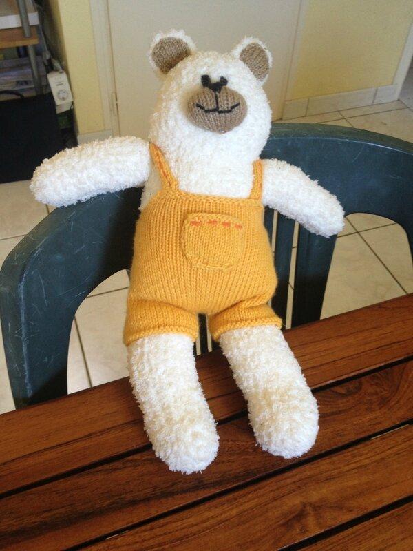 Grand ours en tricot + salopette