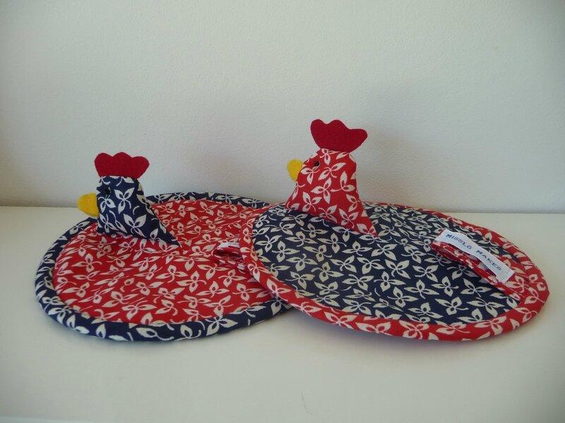 Maniques poulette lot de 2 bleu rouge feuillage blanc