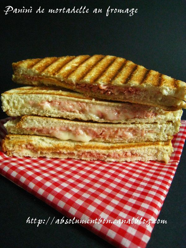 croque monsieur facon panini de mortadelle et fromage absolutely delicious with soulafa. Black Bedroom Furniture Sets. Home Design Ideas