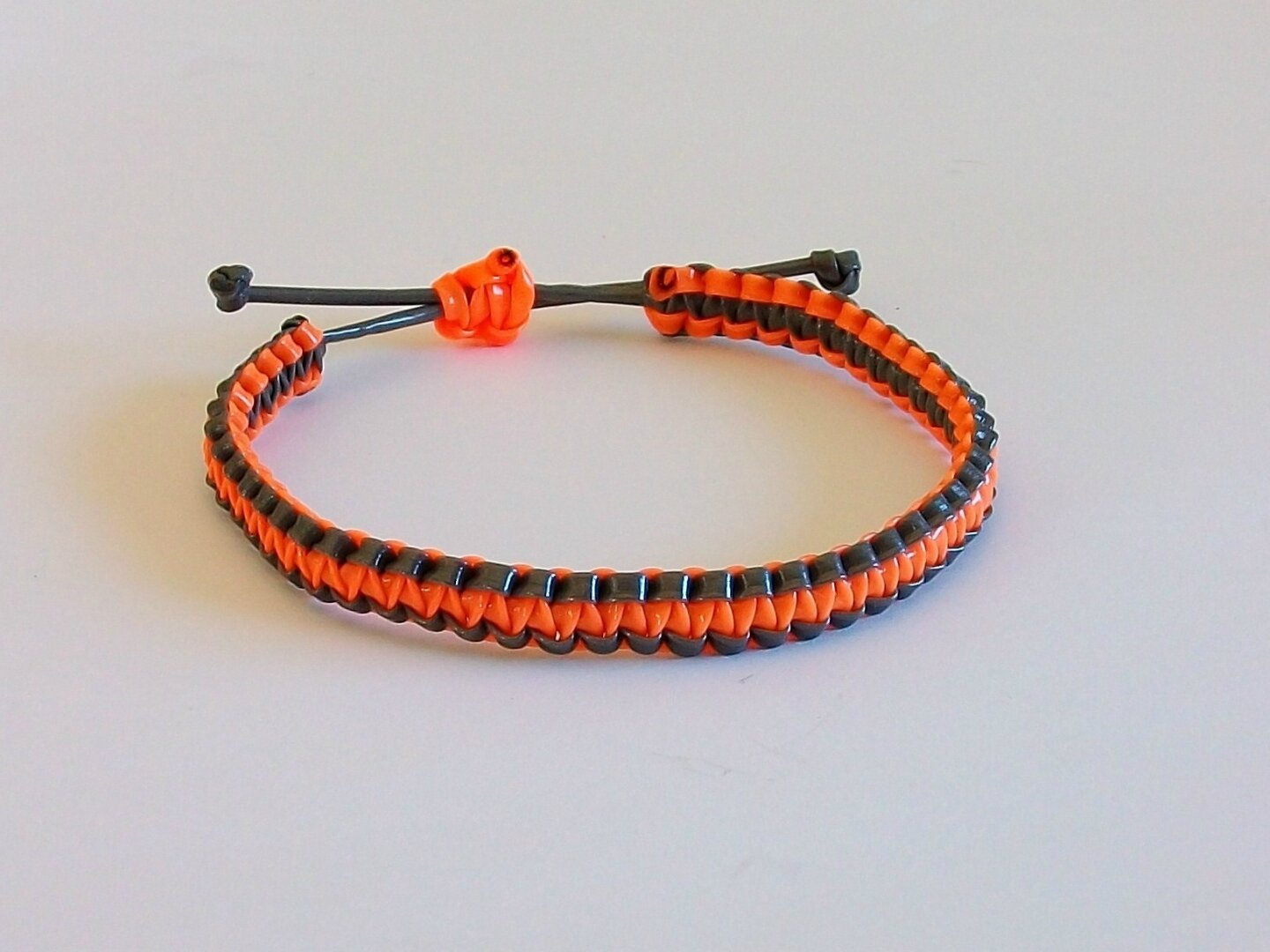 scoubidou bracelet orange et noir 2 fils super scoubidou. Black Bedroom Furniture Sets. Home Design Ideas