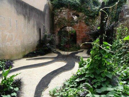 Les petits jardins secrets de cahors carton et chiffons for Le jardin aux 100 secrets