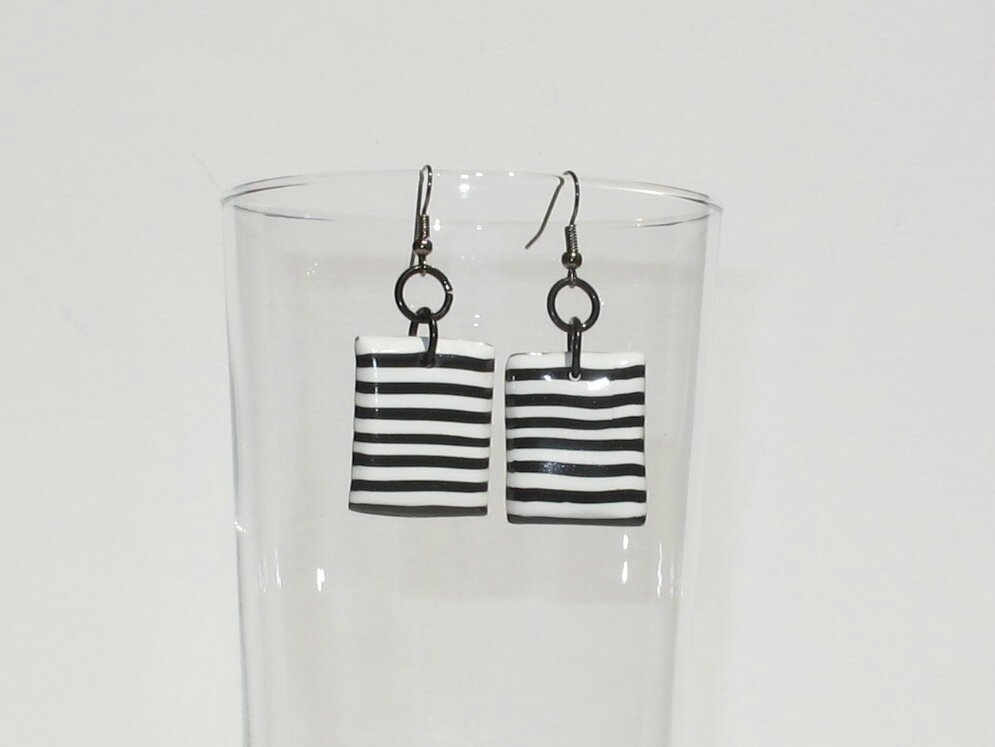 boucles d'oreilles fimo rectangle noir blanc verre
