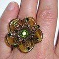 fleur plexi verte, grille métal et strass