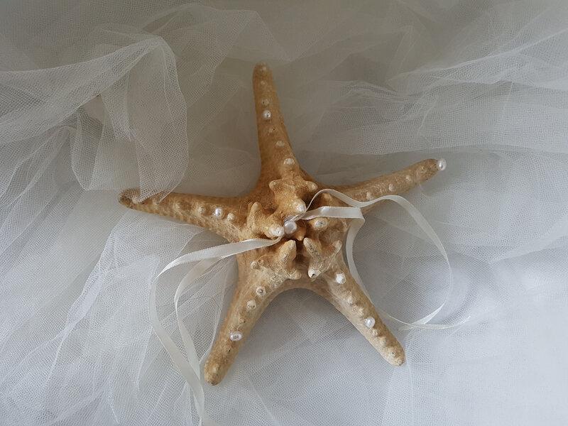 Porte alliances étoiles de mer et perles de culture, thème de la mer, voyage