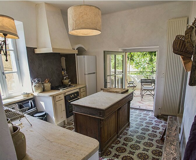 53fd1012a065fmodern_vacation_rentals_uzes_france_030