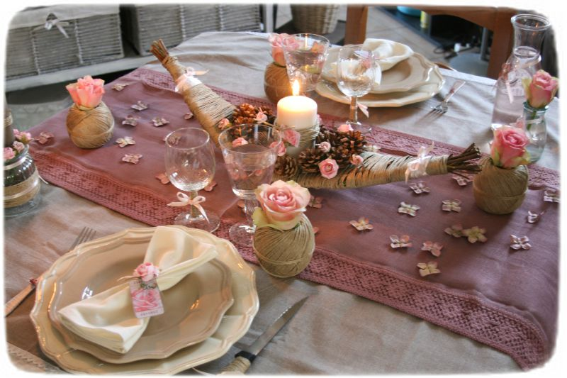 Table saint valentin romantique ficelle et rose photo for Deco de cuisine romantique