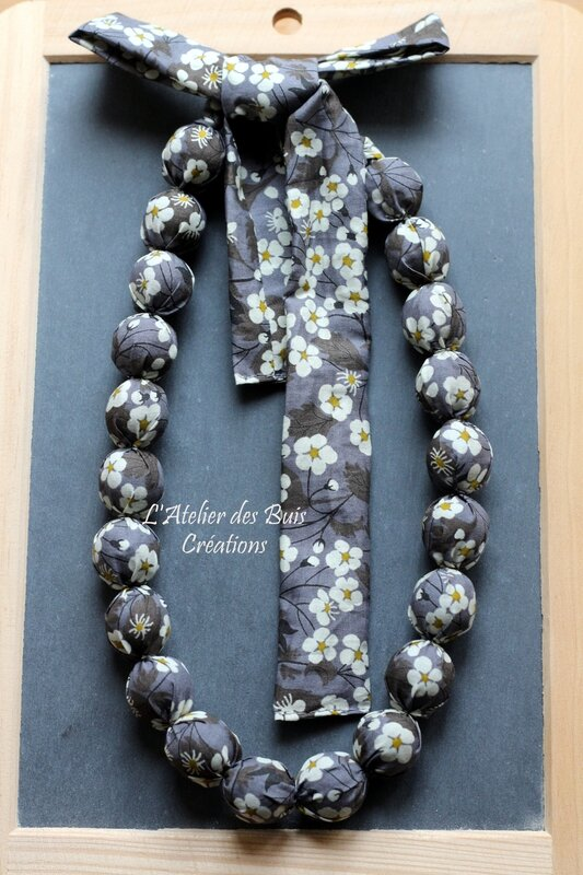 06_COLLIER_BOULES_LIBERTY_MITSI_GRIS