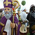 La pastorale des santons de mon village : saint nicolas, le père fouettard et le vieux grincheux