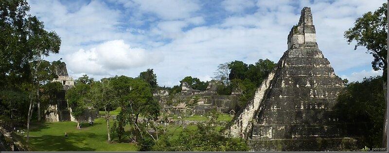 Tikal - Plaza grande / Haupt Platzt