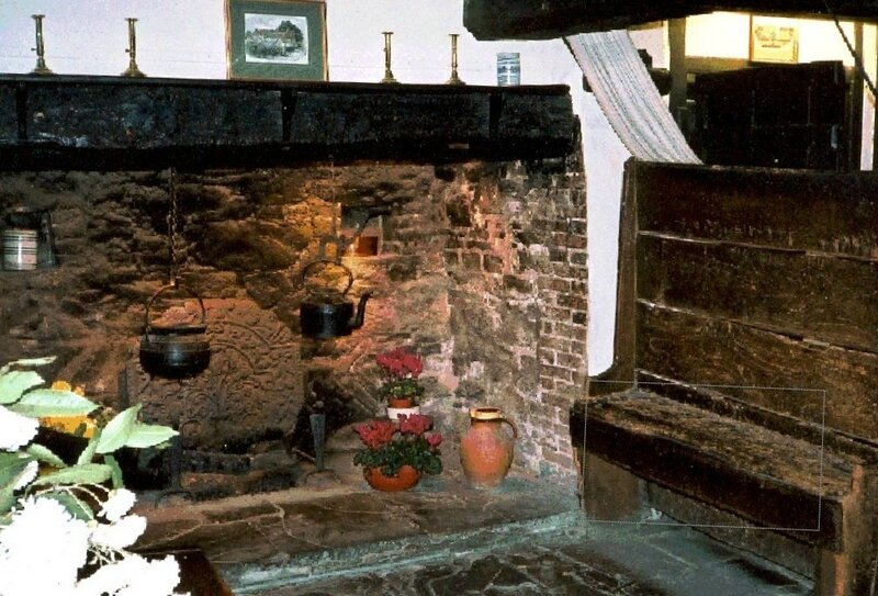 Interior_of_Anne_Hathaway_s_cottage6