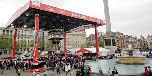 panoramic-view-of-the-fan-zone-in-trafalgar-square-london