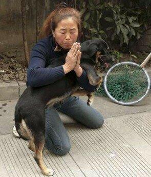 femme_et_son_chien_en_chine