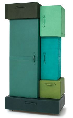 A_PILE_OF_SUITCASES_Casamania