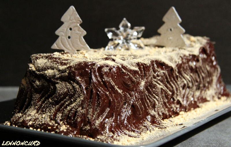 Buche de no l chocolat marron meringue perles et pain for Buche de noel chocolat marron