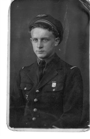 Dad_1943_aged_18_s
