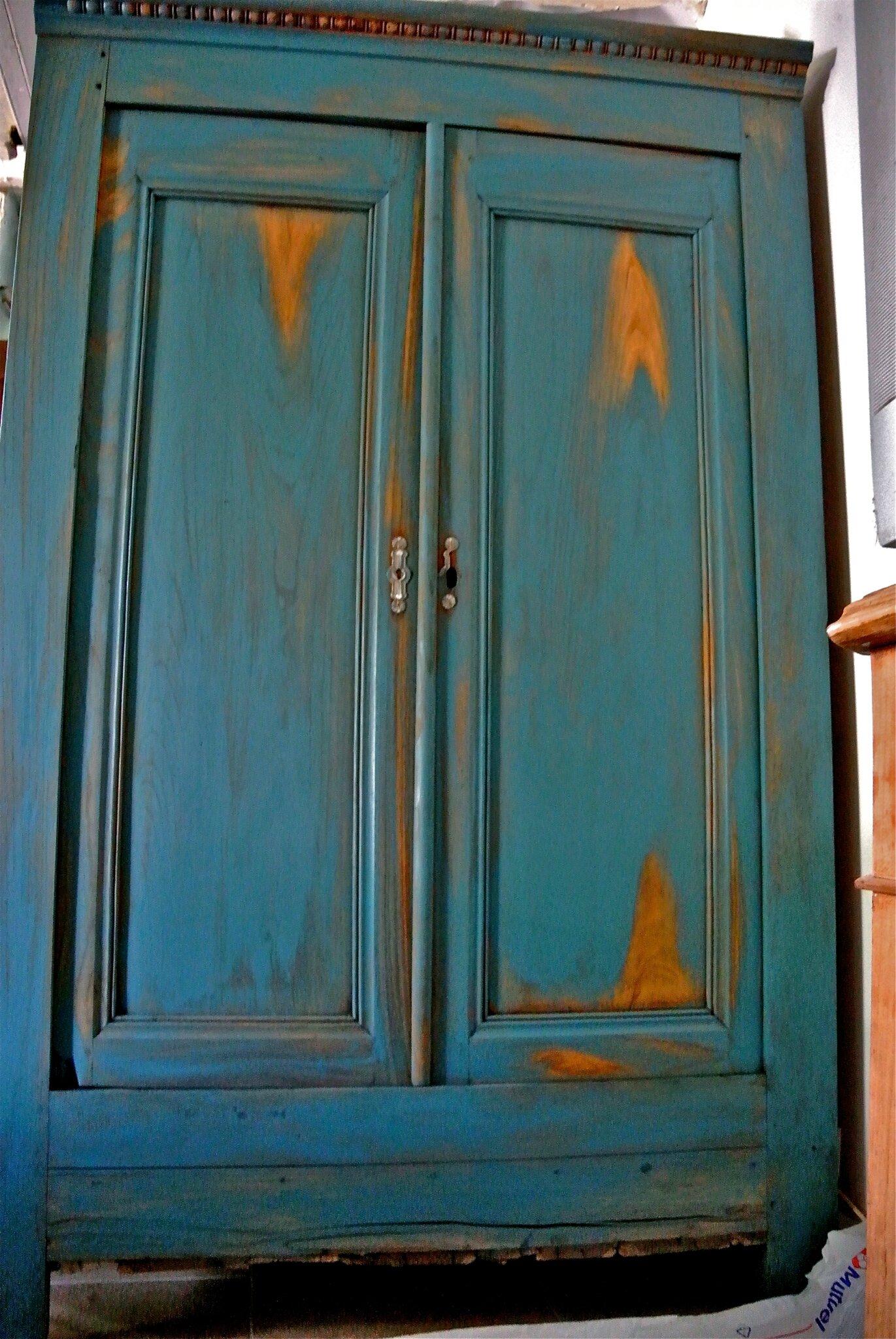 une armoire arty en bleu barbatruc et r cup. Black Bedroom Furniture Sets. Home Design Ideas