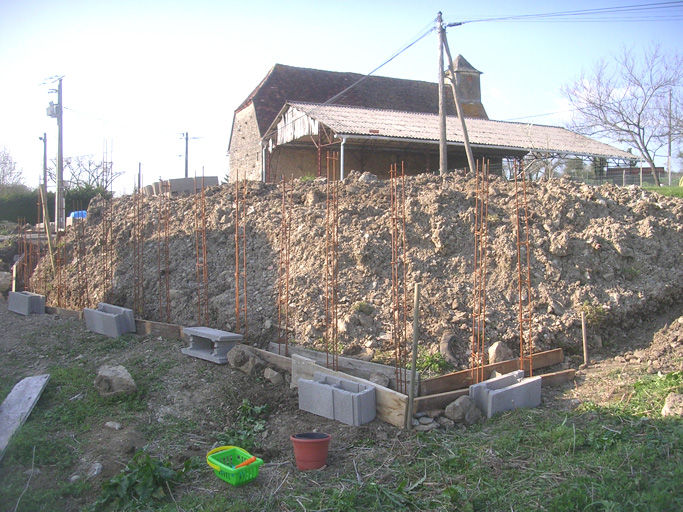 un mur de sout nement a la boh me r novation d 39 une grange. Black Bedroom Furniture Sets. Home Design Ideas