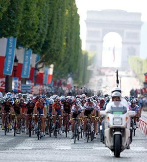 Tour_de_France___peloton_Paris