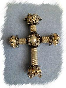 Croix lucrezia 2