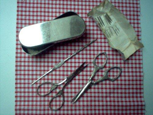 Mercerie ancienne - accessoires - ciseaux et crochets