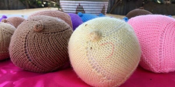 Des-proth-ses-mammaires-toutes-tailles-couleurs-tricot-es-main_0