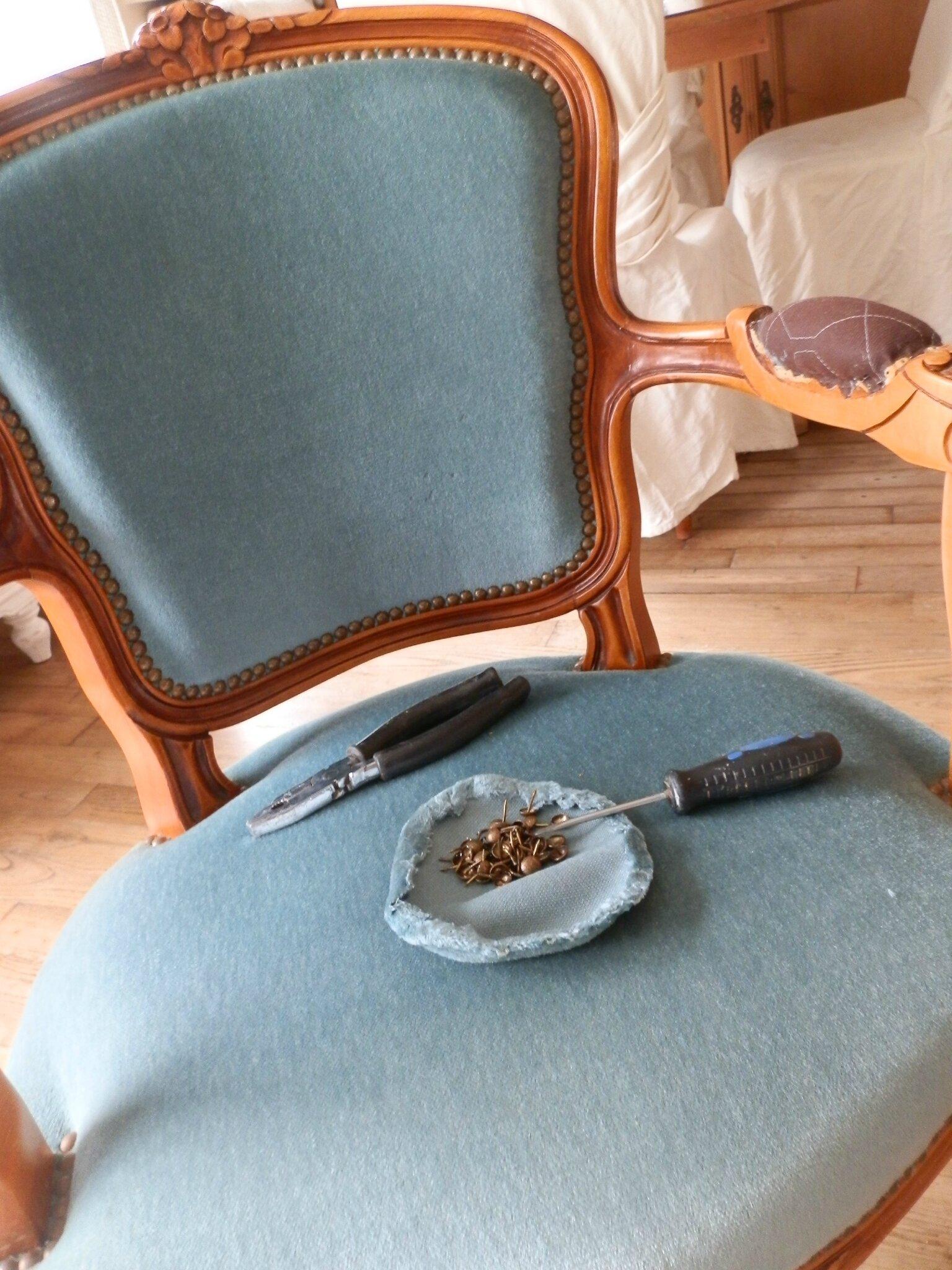 Relooking d 39 un fauteuil cabriolet style louis xv le grenier de christelle - Prix d un rempaillage de chaise ...
