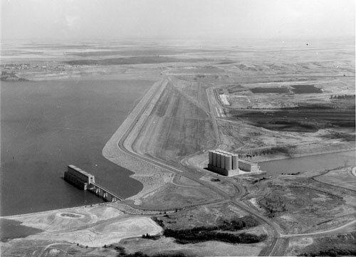 0073-097-Garrison-Dam-nears