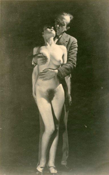 eluard enlaçant une femme nue
