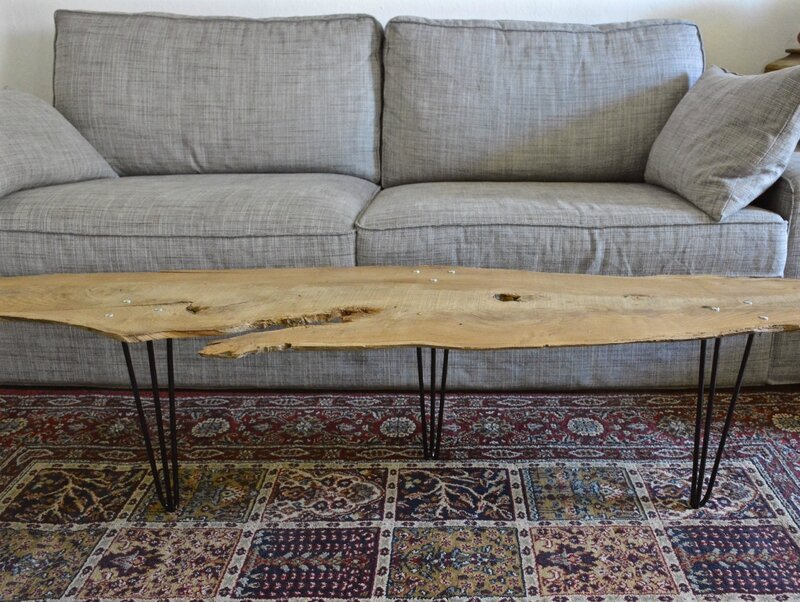 Une table basse nature planche d 39 arbre sur hairpin legs for Idee table basse recup