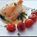 Mille-feuilles saumon fumé dos de cabillaud, sauce crevettes sur lit d'épinards frais.......