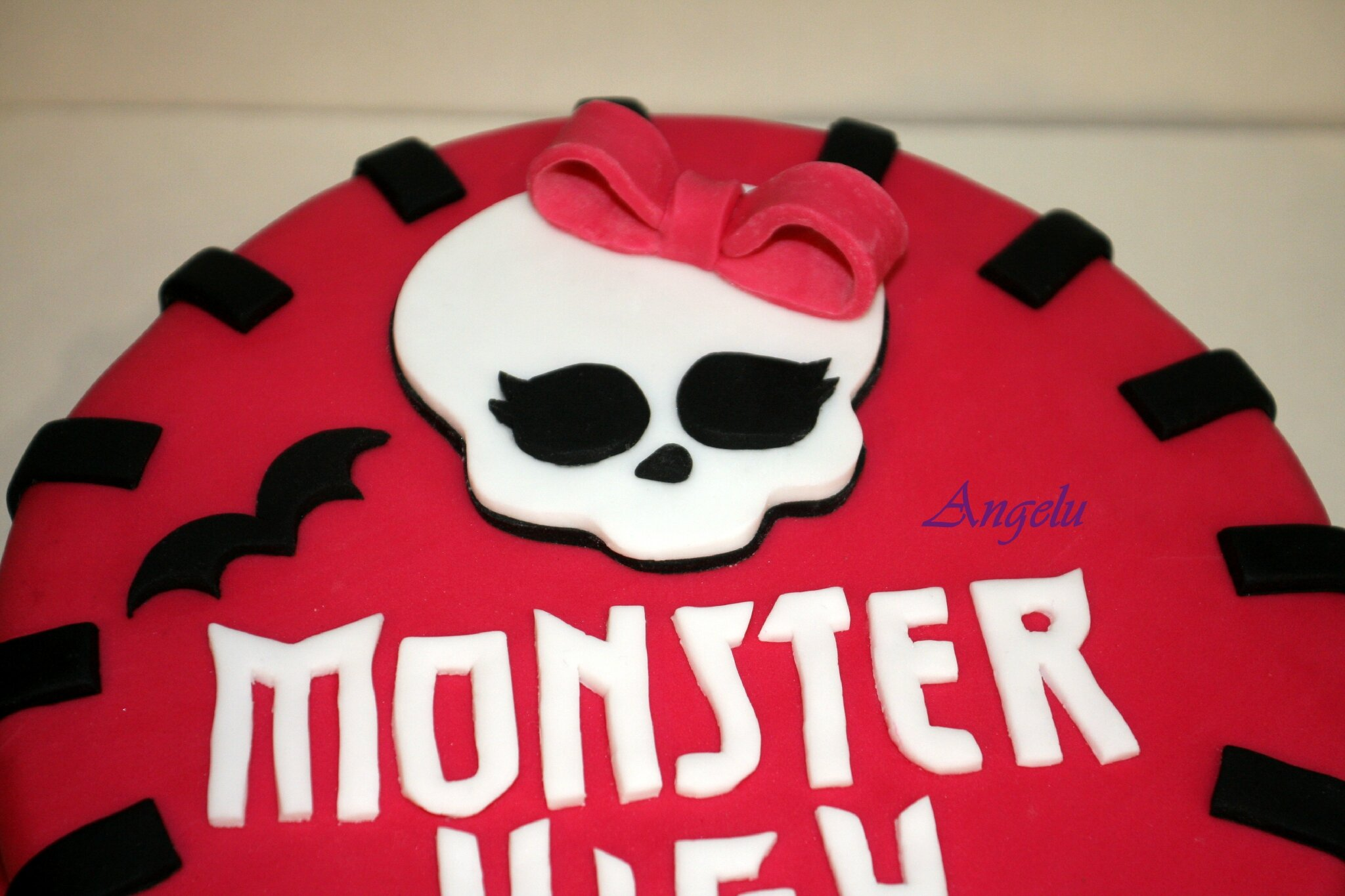 Super Gâteau Monster High - MA PETITE PATISSERIE (Contact : isilda@neuf.fr) KQ26