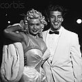 jayne-1956-12-22-LA-premiere_bundle_of_joy-with_mickey-1